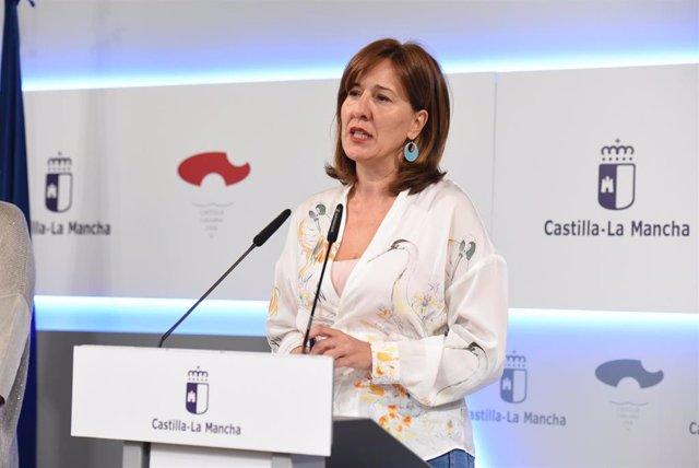 La portavoz del Gobierno de Castilla-La Mancha, Blanca Fernández, en rueda de prensa.