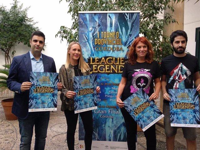 Blasco y García (izda.) presentan el I Torneo 'League of Legends'
