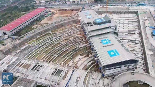 30.000 Toneladas De Una Terminal De Autobuses De China Girando 90 Grados Se Hacen Virales