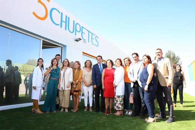 Autoridades en la inauguración de la escuela infantil del Hospital Reina Sofía.