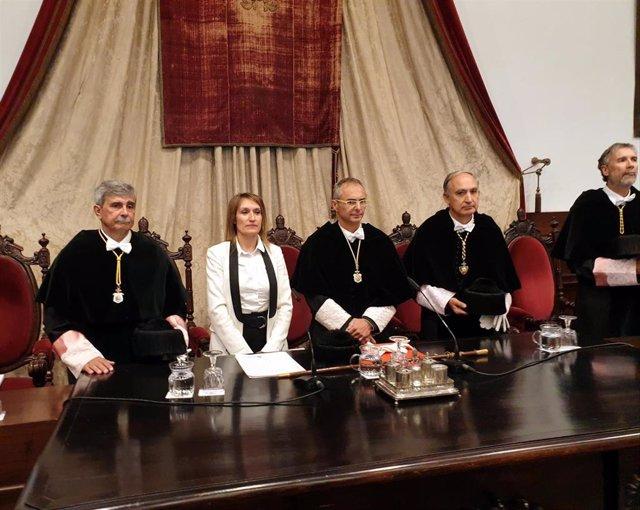 Autoridades presentes en la mesa presidencial del acto académico para inaugurar el nuevo curso de la USAL