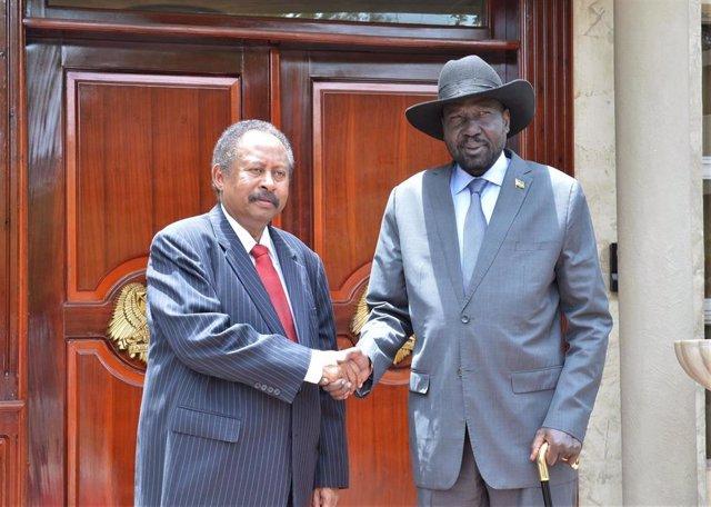 Abdalla Hamdok, primer ministro de Sudán, y Salva Kiir, presidente de Sudán del Sur