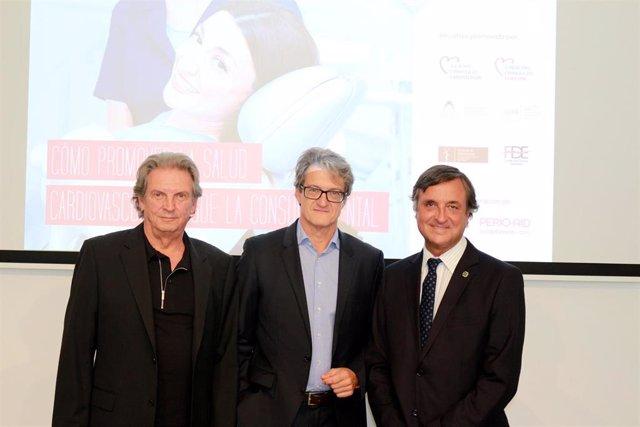De izquierda a derecha: Dr. Miguel Carasol (Sociedad Española de Periodoncia), Dr. Juan José Gómez Doblas (Sociedad Española de Cardiología) y Dr. Miguel Ángel-López Andrade (Consejo General de Dentistas de España).