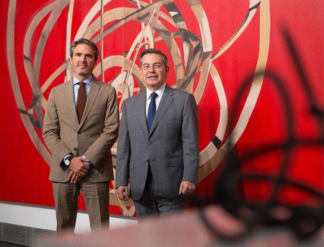 Jaime García del Barrio (i), director general del Museo Universidad de Navarra, y Juan Manuel Mora, vicerrector de Comunicación de la Universidad de Navarra, en la presentación del Congreso Internacional de Reputación de Museos.