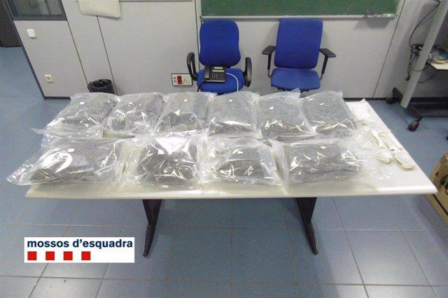 Bolsas con marihuana decomisadas por los Mossos d'Esquadra