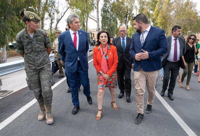 La ministra de Defensa en funciones, Margarita Robles, en su visita a El Rubio