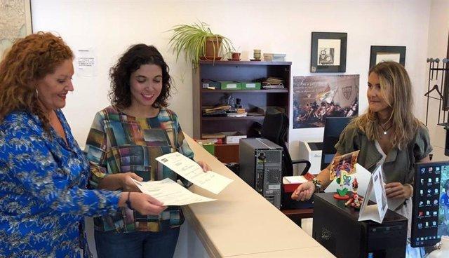 Araceli Maese y Noelia Ruiz registrando una pregunta parlamentaria