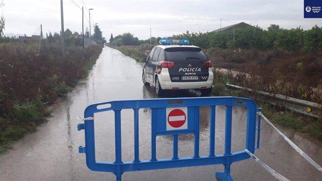Camino del Reguerón con Camino del Carcarox, Alquerías, cortado al tráfico por el temporal