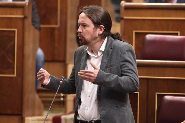 El secretari general de Podem, Pablo Iglesias, presenta les seves preguntes al president del Govern en funcions, Pedro Sánchez, durant la sessió de control al Govern en funcions, a Madrid (Espanya), l'11 de setembre de 2019.