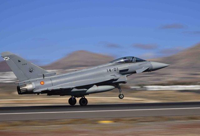 Un caza Eurofighter durante un ejercicio de maniobras, en la base aérea