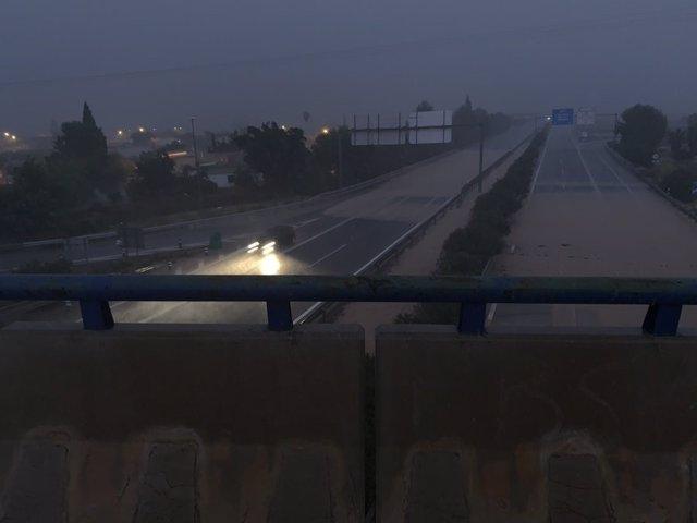 Imagen de la autovía A-7 en San Javier anegada de agua, temporal, lluvias, DANA