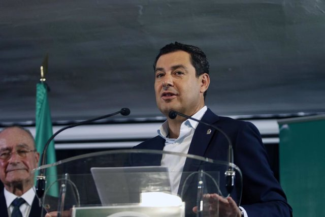 El presidente de la Junta de Andalucía, Juanma Moreno dirige unas palabras durante  la apertura del curso escolar. En el colegio de Educación Infantil y Primaria 'Manuel Altolaguirre' de Málaga.