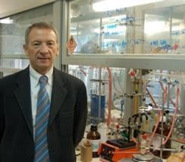 El profesor de la UZ Luis Oro Giral, investigador del Instituto de Síntesis Química y Catálisis Homogénea, ISQCH,