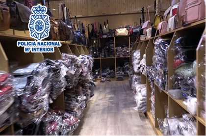 Desarticulado un clan dedicado a la falsificación de prendas de vestir en Girona