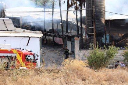 Bomberos de Almuñécar da por extinguido el incendio en una granja de Molvízar (Granada)