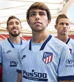 Fútbol.- El Atlético de Madrid tiñe de azul celeste su tercera equipación inspir