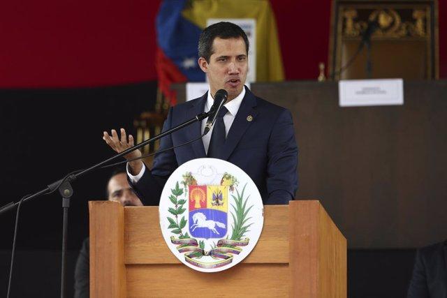 Venezuela.- Difunden unas imágenes de Guaidó posando junto a miembros de la band