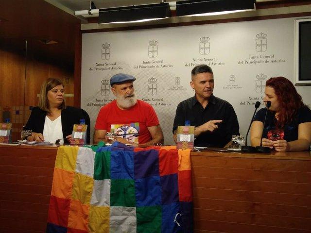 Llamedo y Palacios con miembros de Soldepaz Pachacuti.