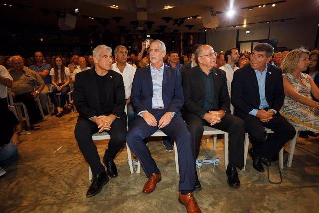 Israel.- Los últimos sondeos sitúan a los partidos de Netanyahu y Gantz práctica