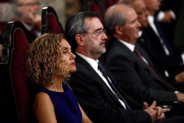 La presidenta del Congreso de los Diputados, Meritxell Batet (i), junto al presiente del Senado, Manuel Cruz (2i)