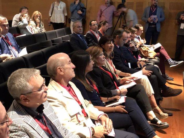 Autoridades asisten al Encuentro Ciudades Creativas en el Teatro Calderón.