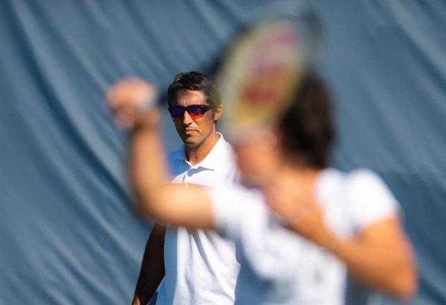 Tenis.- Carla Suárez rompe con su entrenador Óscar Serrano y le sustituirá en 20