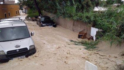 """Almoradí desaloja a vecinos y pide """"extremar la precaución"""" ante la situación del Segura"""