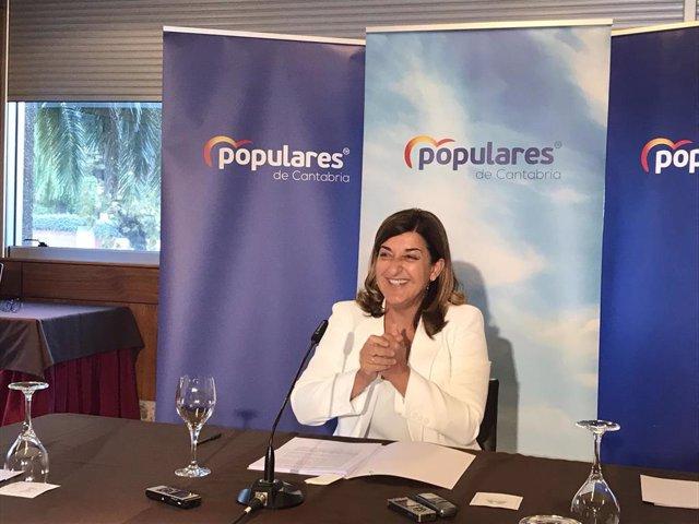 La presidenta del PP, María José Sáenz de Buruaga, en un desayuno informativo