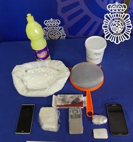 Droga y objetos intervenidos en la operación en Salamanca.