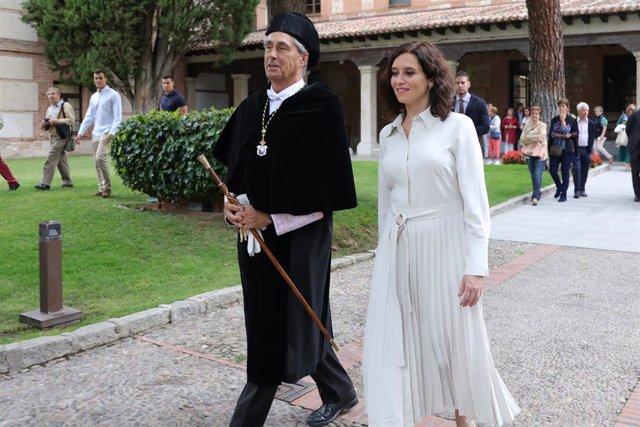 El rector de la Universidad de Alcalá, Fernando Galván, y la presidenta de la Comunidad de Madrid, Isabel Díaz Ayuso, durante la Apertura Oficial del Curso Universitario 2019/2020 en el Paraninfo de la Universidad de Alcalá de Henares (Madrid, España), a