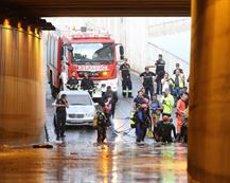 Un mort a Almeria després que el seu vehicle quedés atrapat en un túnel negat per l'aigua (Rafael González - Europa Press)