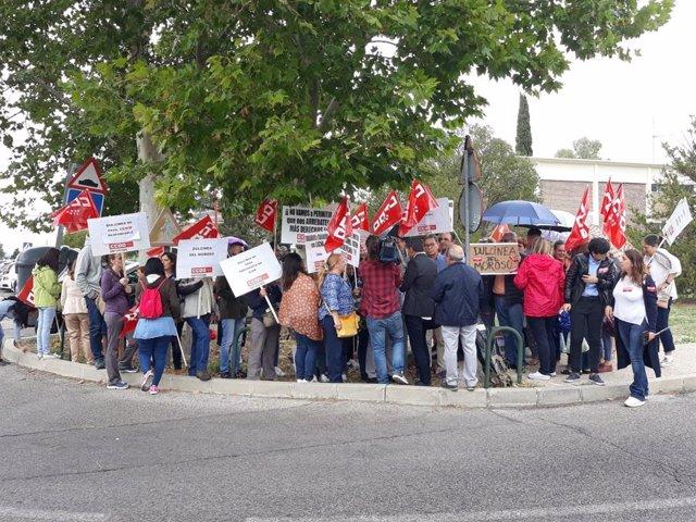 Protesta de trabajadores de restauración del Palacio de la Moncloa por el impago de salarios