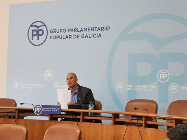 El secretario general del PP de Galicia, Miguel Tellado, en rueda de prensa.