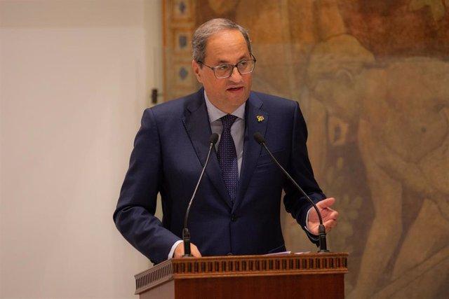 El presidente de la Generalitat, Quim Torra, durante su intervención en el acto de toma de posesión del cargo del nuevo miembro del Consell de Garanties Estatutàries, Joan Vintró.