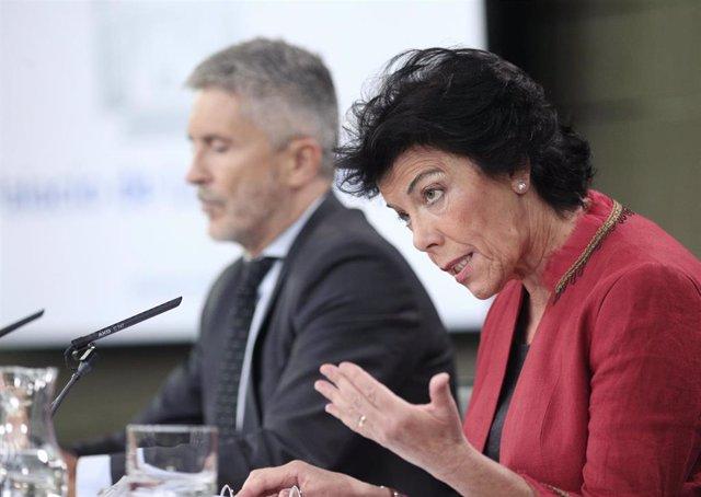 El ministro del Interior en funciones Fernando Grande Marlaska y la ministra Portavoz, y de Educación y Formación Profesional en funciones, Isabel Celaá, tras el Consejo de Ministros.