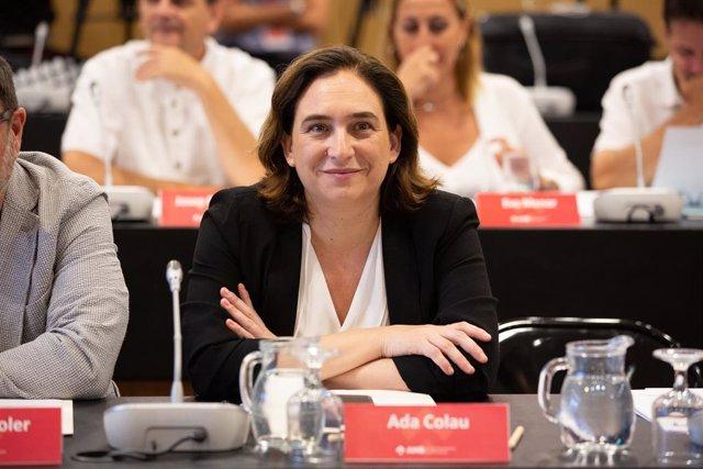 L'alcaldessa de Barcelona i nova presidenta de l'AMB, Ada Colau, durant el ple de constitució del Consell Metropolità de l'AMB a Barcelona.