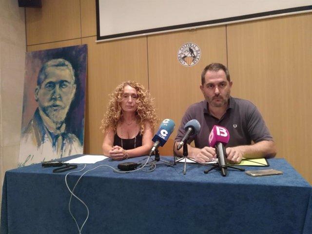 Paula Rotger, en una rueda de prensa en la OCB junto a su presidente, Josep de Lluis.