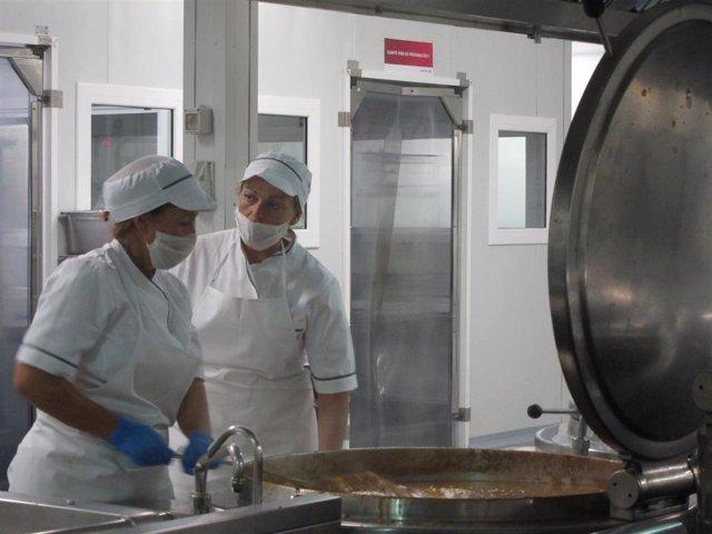 Cocina de un comedor escolar en un centro de Málaga.