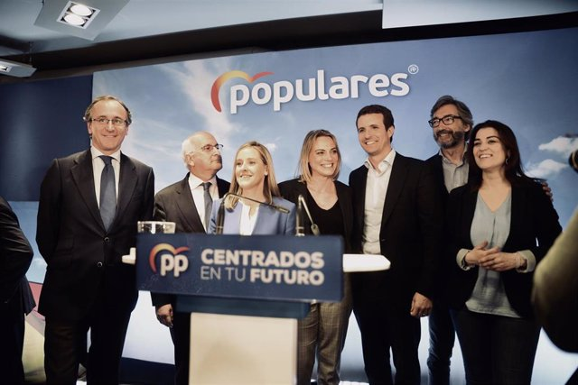 En Bilbao, el presidente del PP, Pablo Casado, y el del PP vasco, Alfonso Alonso, intervienen en un acto con las candidatas a la Alcaldía de la capital vizcaína y a la Diputación foral de Bizkaia, Raquel González y Amaya Fernández. En Sala Yes del Espacio