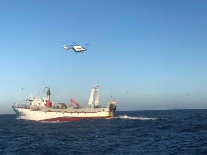Interceptan a un buque arrastrero faenando en fondo prohibido en A Coruña
