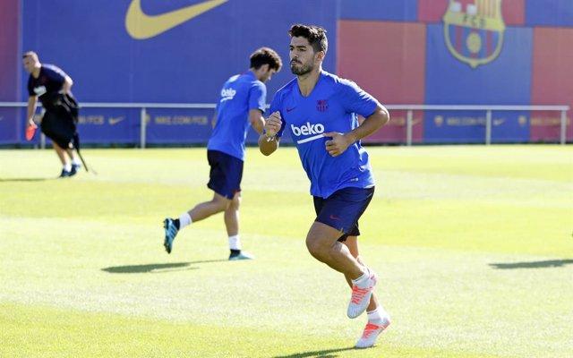 Fútbol.- Luis Suárez y Junior reciben el alta, Umtiti estará entre cinco y seis