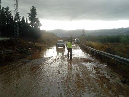 La provincia de Málaga registra doce carreteras afectadas y más de 30 incidencias tras la tromba de agua