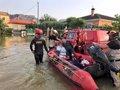 La UME trabaja en restaurar las vías públicas y accesos mientras continúan los rescates de personas aisladas
