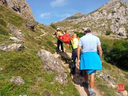 Rescatada una mujer de San Sebastián con torcedura de tobillo en la ruta de Aliva a Fuente Dé