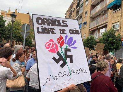 """Vecinos de Orriols se manifiestan para """"frenar el discurso de odio"""" y """"mantener la convivencia"""" en el barrio"""