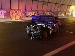 Vehículo destrozado tras choque frontal en la M-50