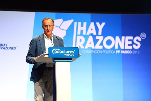 El presidente del PP en Euskadi, Alfonso Alonso, interviene en la clausura de la convención del PP vasco en el Palacio de Congresos Europa de Vitoria.