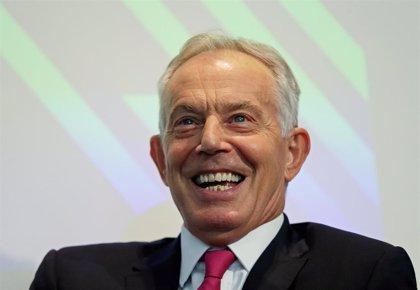Tony Blair alaba ahora a Corbyn tras cuestionarlo públicamente