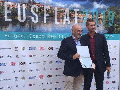 El catedrático de la UPNA Humberto Bustince premiado en Praga por sus aportaciones matemáticas a la lógica difusa