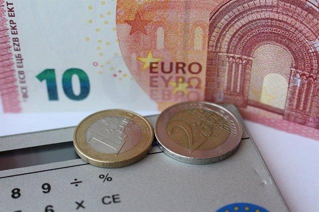 Euros. Monedas. Dinero. Billetes.